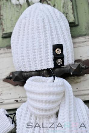 Детска шапка в бяло & черна кожа 1